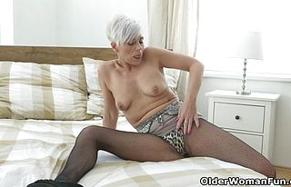 Cougar,european,milf,matures,fetish,nylons,pantyhose,striptease,funny,granny