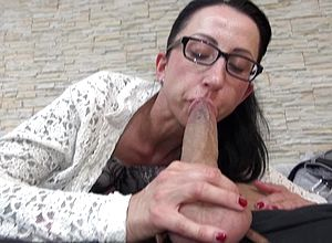 Matures,milf,brunette,facials,blowjobs,sucking